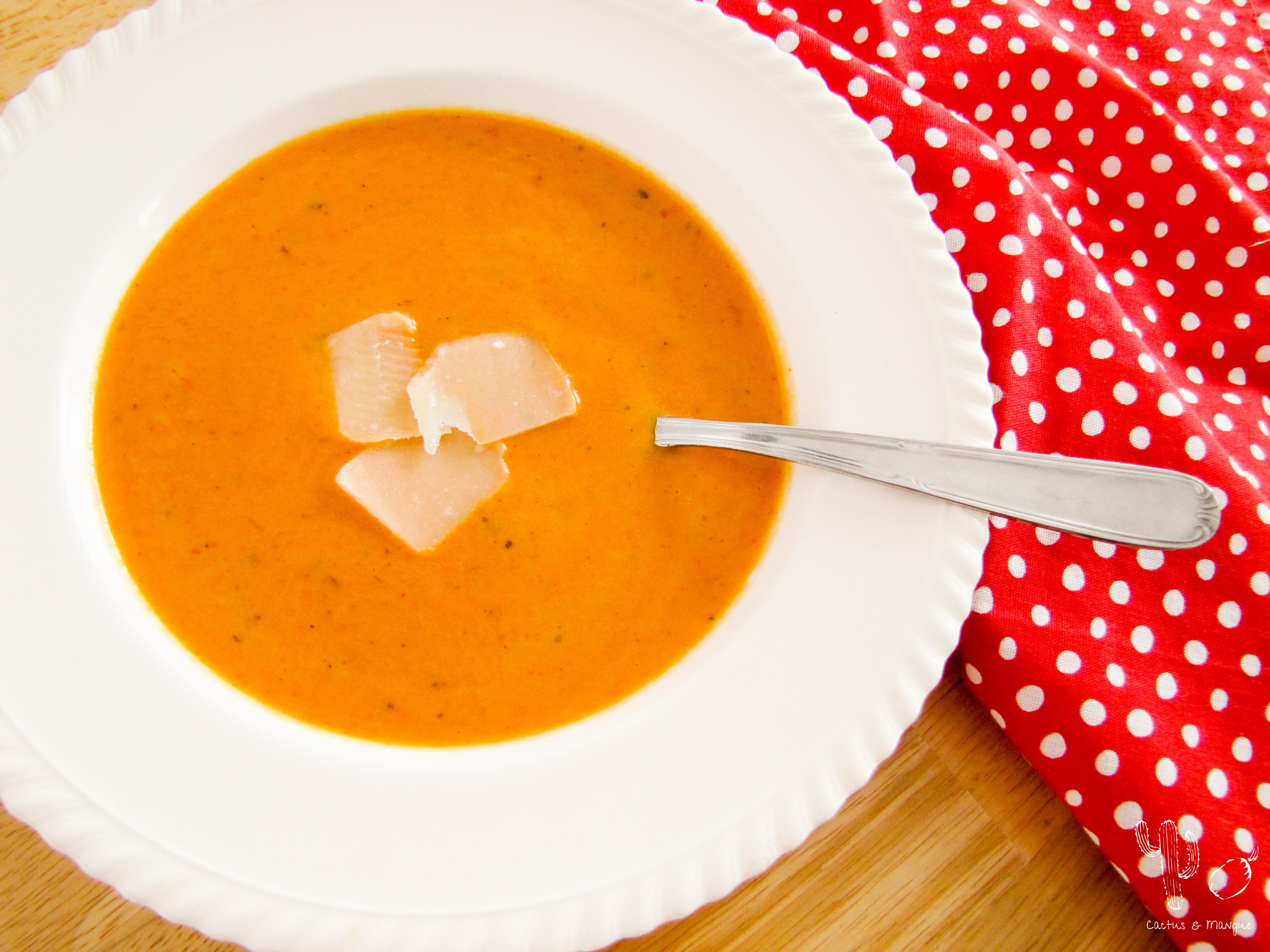 Soupe aux poivrons rouges rôtis